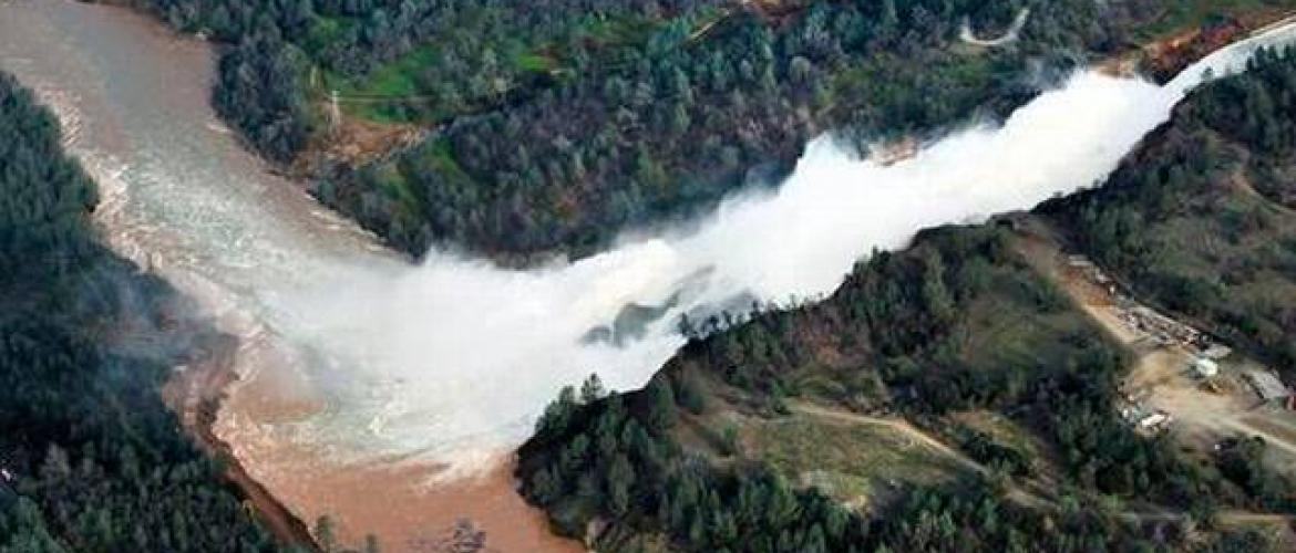 Thousands told to evacuate in face of California dam risk