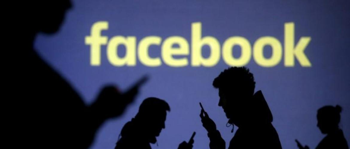 Facebook purges over 800 US accounts spewing political spam