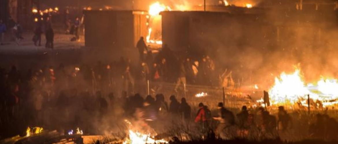 Fire destroys French migrant camp